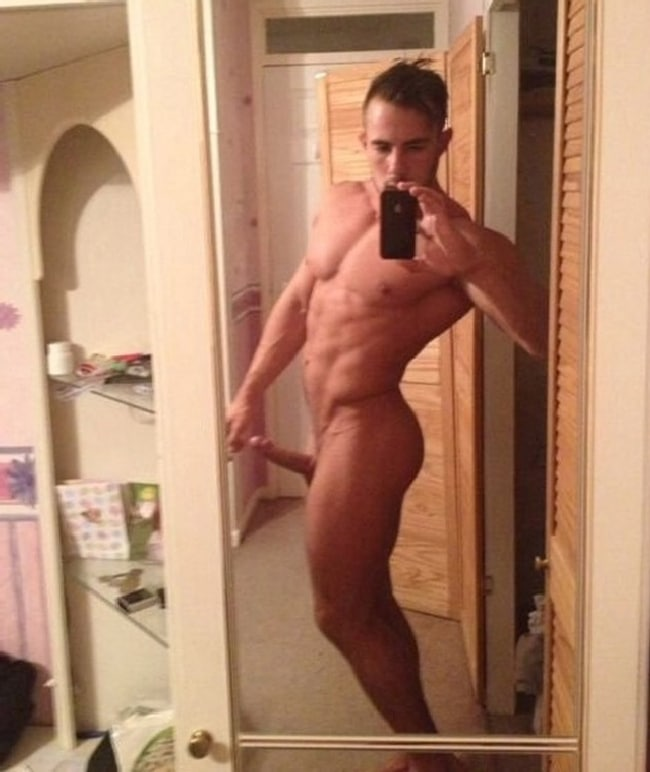 Sexy Nude Muscle Guy
